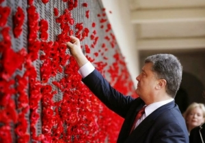 Ukraine's President Petro Poroshenko places a poppy in the World War I Honour Roll during their visit to the Australian War Memorial in Canberra, December 12, 2014.
