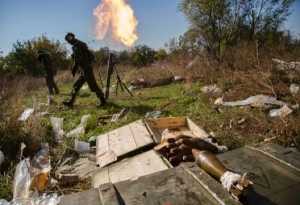 Pro-Russian rebels fire mortars toward Ukrainian positions near to the Donetsk airport.