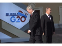 Canadian Prime Minister Stephen Harper walks past Russian President Vladimir Putin at the G20 Summit Thursday Sept.5, 2013 in St.Petersburg, Russia. The federal government says it will impose new sanctions against Russia in coming days over Moscow's support of rebel groups in Ukraine. Adrian Wyld / CP