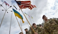 US and Ukrainian soldiers take part in a ceremony to mark the start of their joint training programme.
