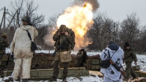 Russian-backed separatists cover their ears as they fire a mortar towards Ukrainian troops outside the village of Sanzharivka, northeast of Debaltseve, eastern Ukraine, Wednesday, Feb. 11, 2015. (AP / Maximilian Clarke)