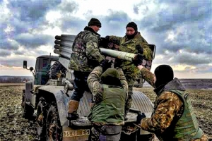 Ukrainian army said to be on advance in eastern Ukraine, rebels also report gains.