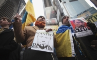 Members of the Ukrainian diaspora protest in Times Square, New York, March 2, 2014. (Carlo Allegri / Courtesy Reuters)